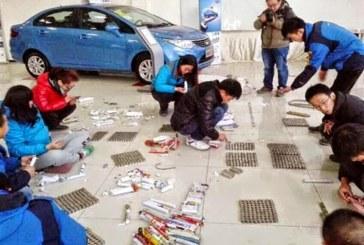 صيني يسدد ثمن سيارته الجديدة بالعملة المعدنية