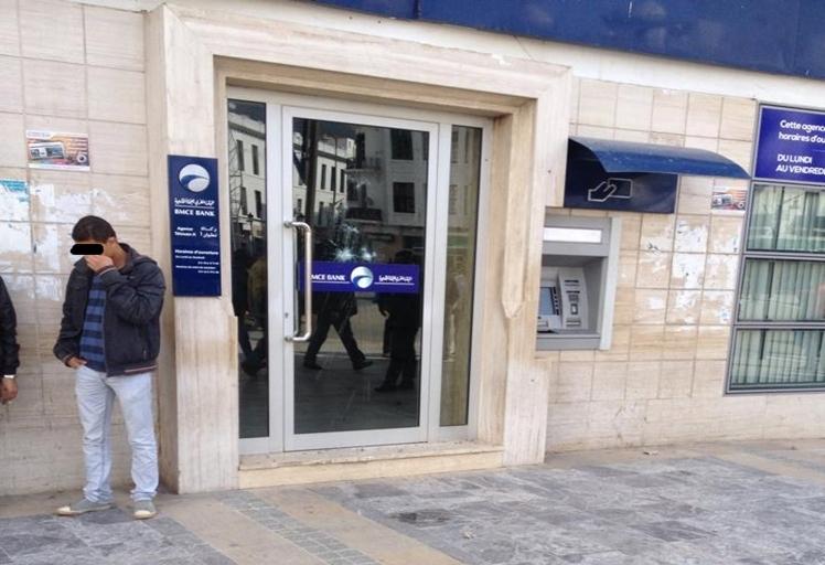 هجوم بالحجارة على وكالة بنكية بتطوان
