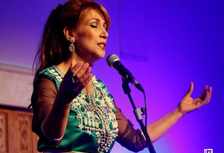 السوبرانو المغربية سميرة القادري تنشد المحبة و السلام لضحايا متحف باردو بتونس