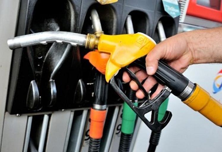 نشرة المحروقات:ارتفاع سعري الغازوال والبنزين ب43سنتيما ابتداء من غد فاتح ماي