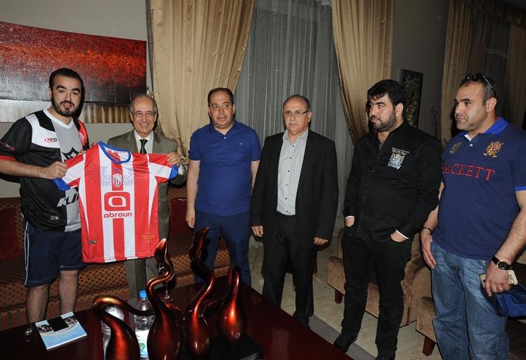 السفير المغربي سعد العلمي في زيارة مجاملة و تحفييز لفريق المغرب التطواني