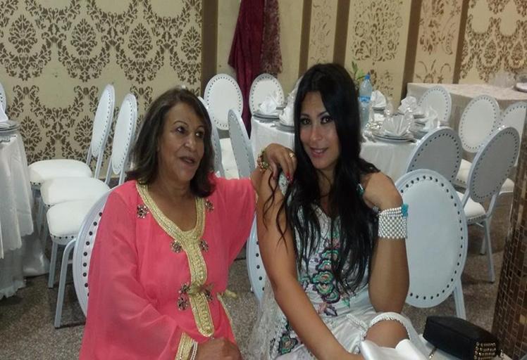 هذه هي الفنانة التي تعرضت للطرد رفقة أمها بمهرجان السنيما بالناظور