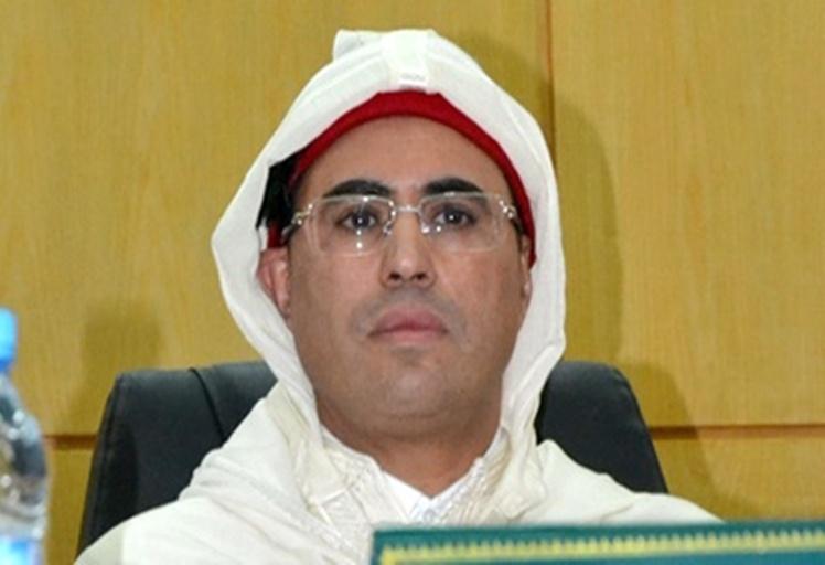 """الملك يعفي """"جلول صمصم"""" والي الحسيمة بعد تحقيقات في التلاعب بالمشاريع السياحية"""