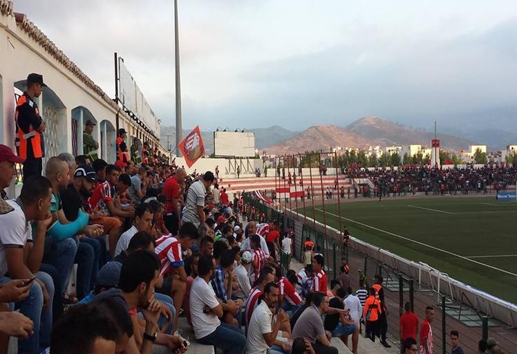 جماهير المغرب التطواني تنتفض بوجه لاعبيها بعد الخسارة المذلة مع حسنية أكادير