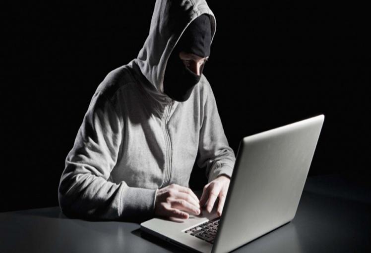 """مصالح الأمن تعتقل صاحب """"cyber """" بتطوان وها علاش!!"""