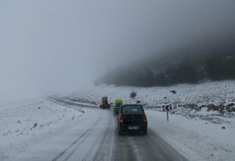 وزارة النقل: العواصف الثلجية قطعت 16 طريقا بالمغرب