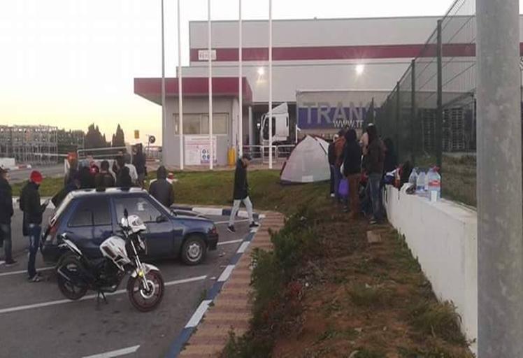 عمال مصنع «reydel automotive » يحتجون على الطرد التعسفي