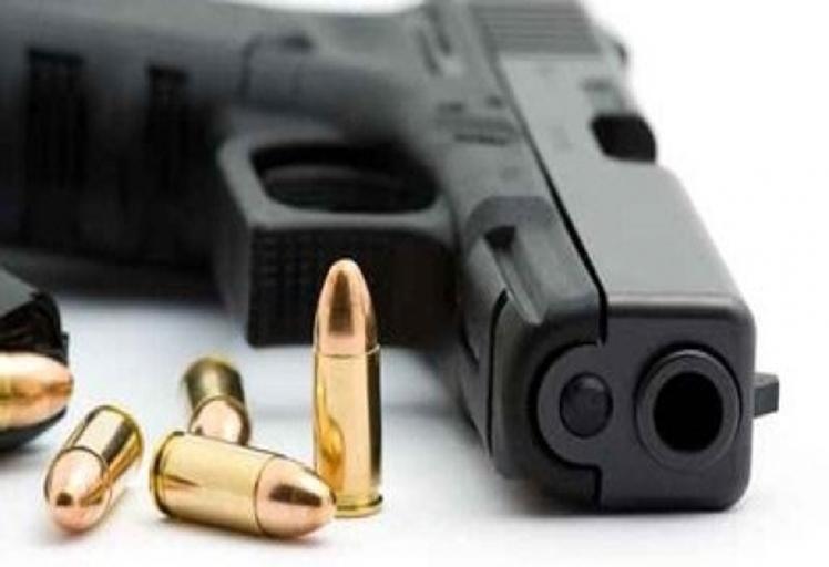 ايقاف إسباني بمرتيل بحوزته مسدسين و ذخيرة حية