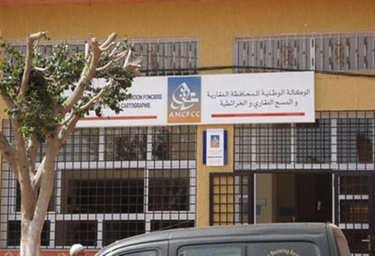 بالفيديو: اشتباك بالأيدي بين مدير المحافظة العقارية وأحد الموظفين بتطوان