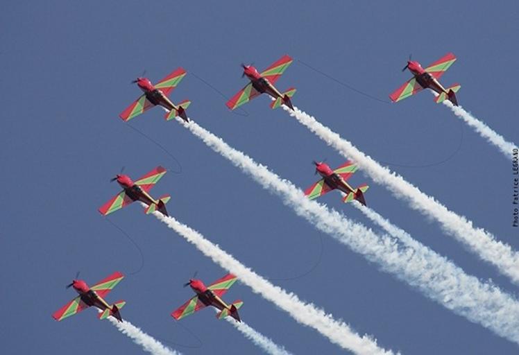 القوات الملكية الجوية تنظم استعراضات جوية بالمضيق ومارتيل بمناسبة عيد العرش المجيد