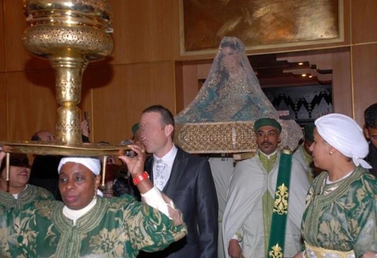 """بالفيديو: عروس تطوانية تحتفل في زفافها بترديد شعارات """"لوس مطادوريس"""""""