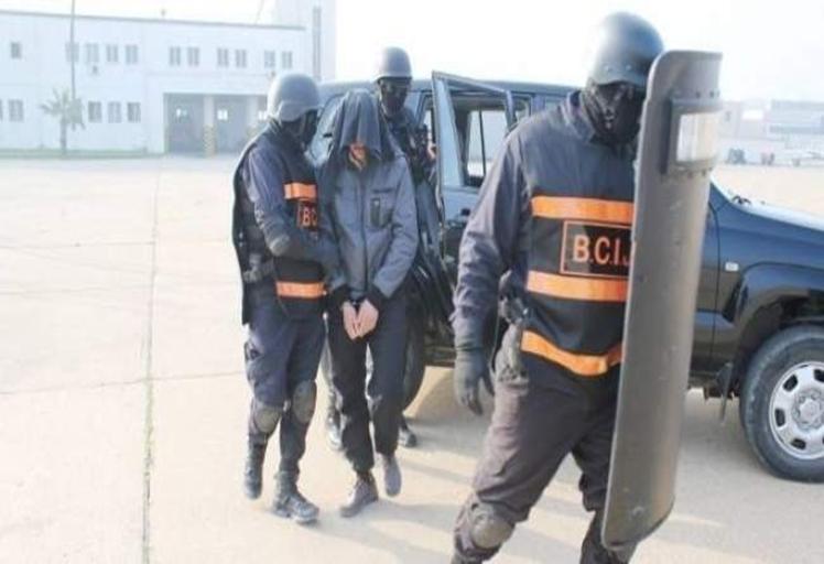 """""""رجال الخيام"""" يعتقلون شابين من مسكنهما بتطوان والفنيدق وتسقط خلية إرهابية بتعاون مع إسبانيا"""