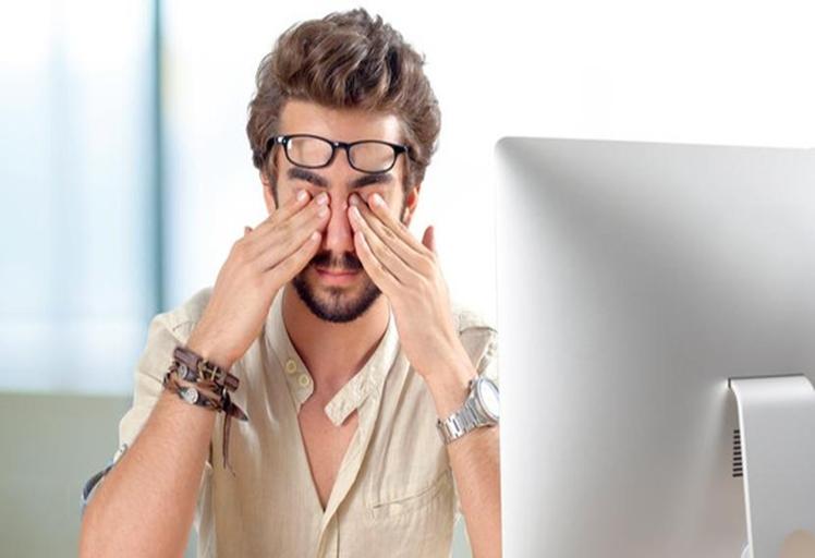 """10 خطوات للحد من """"إجهاد العين الرقمي"""""""