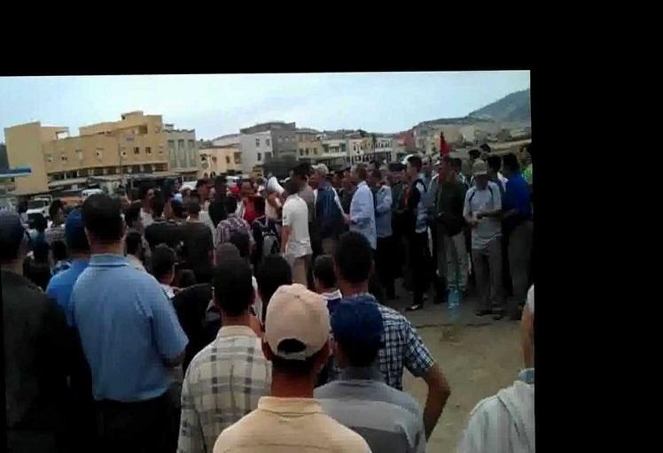 أبناء وزان يخرجون للشارع احتجاجا على ارتفاع فواتير الماء والكهرباء