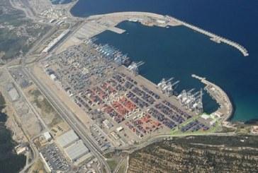 الميناء المتوسطي يشهد مظاهرة شبابية تطالبه بتشغيلهم