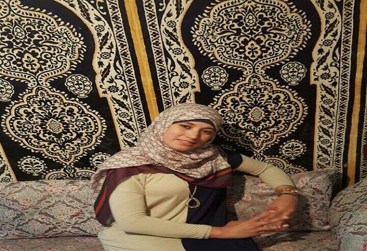 """الكاتبة اللازوردية """"حنان أخريخر"""" بين الأدب والسياسة"""