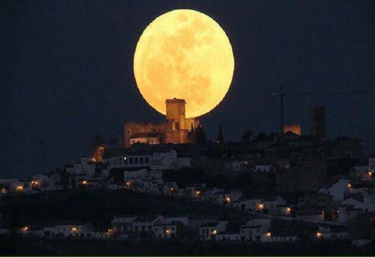 """الليلة: """"قمر العشاق"""" يضيء سماء الكرة الأرضية"""