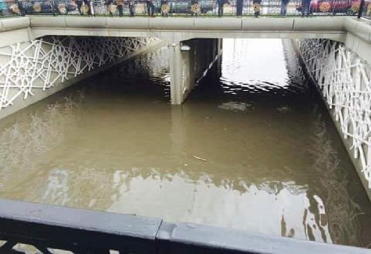 دقائق من الأمطار تعري البنية التحتية الجديدة بطنجة