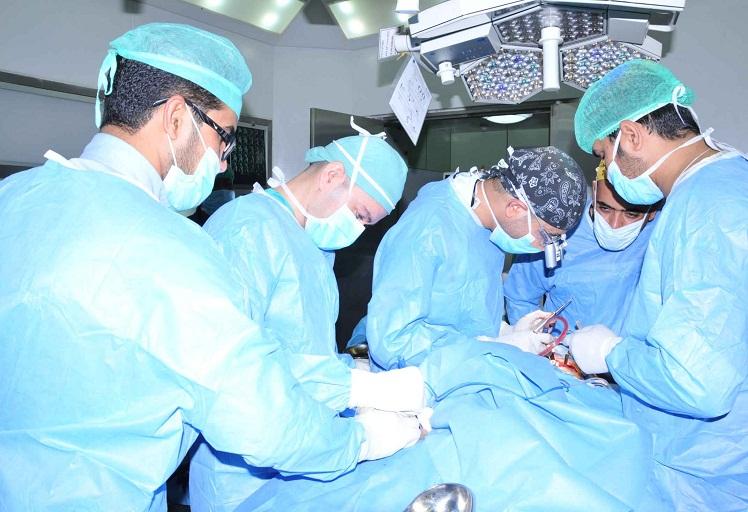 طاقم طبي بوزان ينقذ حياة شاب مذبوح