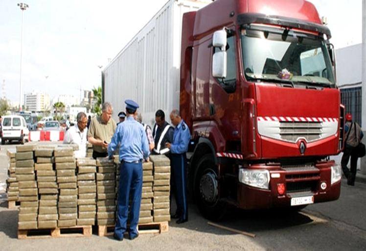حجز شاحنة للنقل الدولي محملة بطن و350 كلغ من الحشيش بميناء طنجة المتوسطي