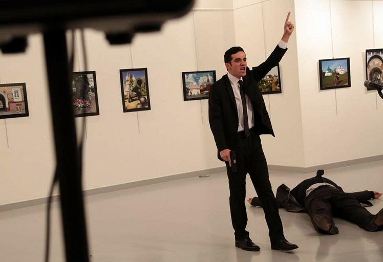 بالفيديو… لحظة إغتيال السفير الروسي بتركيا