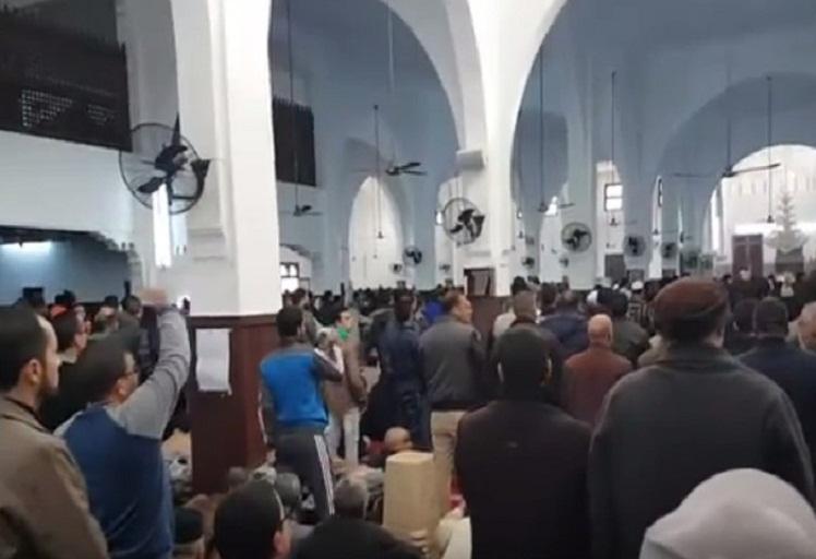 مصلون بفاس يقاطعون صلاة الجمعة بسبب عزل خطيب مسجد