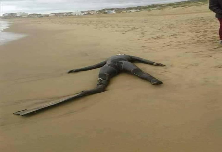 """شاطئ """"بوسكي"""" الجزائري يلفظ جثة غطاس مغربي فقد مند نوفمبر الماضي"""