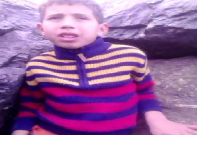 بالفيديو… طفل بالمضيق يحكي ببراءة الأطفال قصته المؤلمة