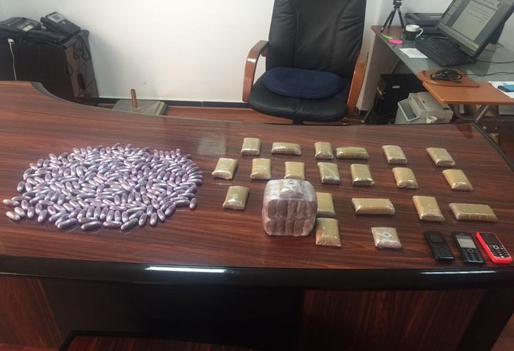 عناصر الأمن توقف مروِّجيْ مخدرات بتطوان
