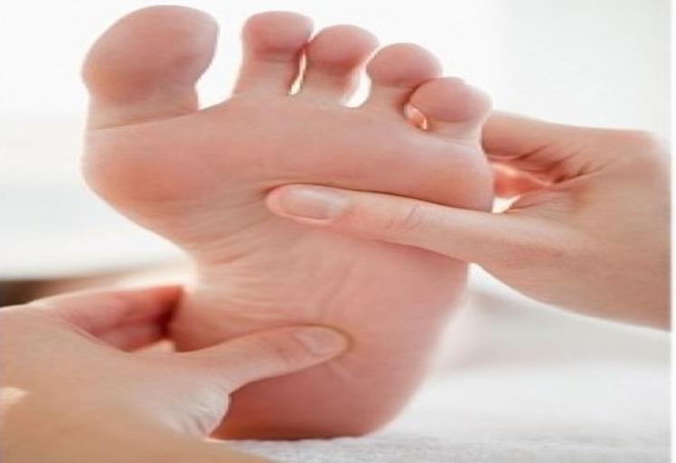الأطباء ينصحون مرضى السكري بشراء الأحذية ليلاً