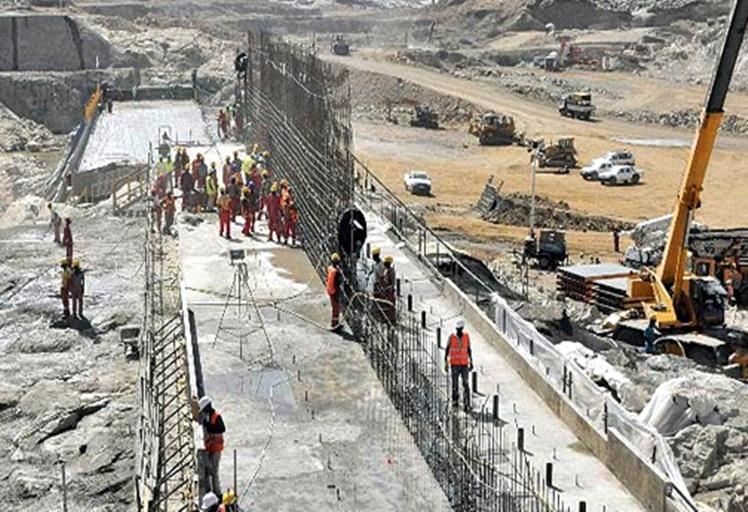 مصرع عاملين سقطا من ورش بناء سد مرتيل