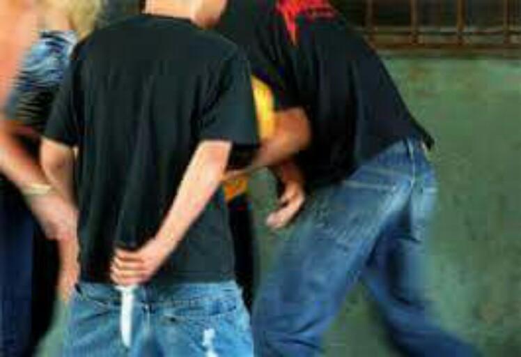 شاب من عائلة معروفة يتعرض لطنعة غادرة من عصابة في مرتيل
