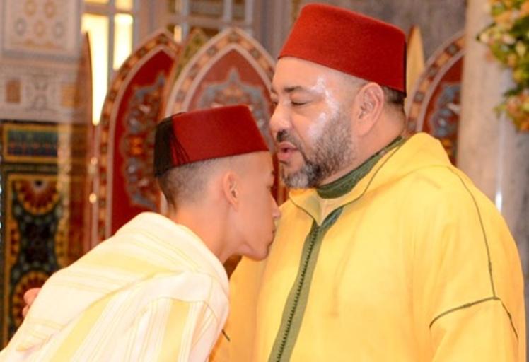 """سابقة.. الملك محمد السادس يُلغي """"تقبيل يده"""""""