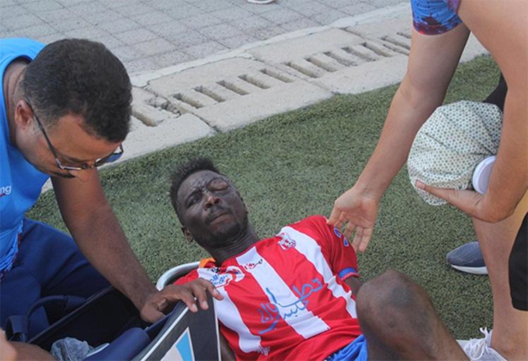 """نقل لاعب لـ""""الماط"""" على وجه السرعة للمستعجلات بعد إصابة بليغة في العين"""