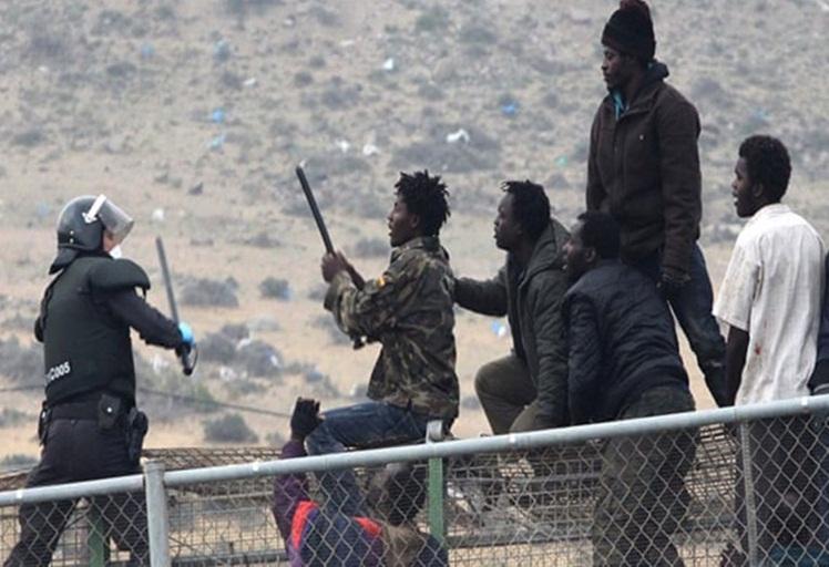 استنفار مغربي-اسباني لمنع مهاجرين من دخول سبتة