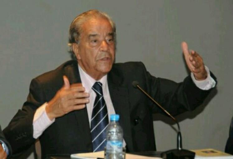 """مصطفى العلوي يحاضر حول """"علاقة الصحافي بالسياسي متى تبدأ الصحافة وتنتهي السياسة"""" بطنجة"""