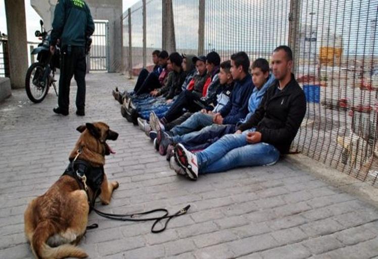 الشرطة الاسبانية تمنع 22 ألف مغربي من دخول سبتة المحتلة