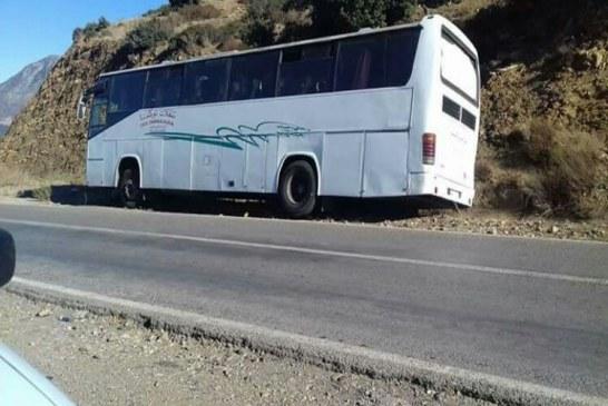 خمسة إصابات إثر اصطدام حافلة للمسافرين بجنبات الطريق الرابطة بين الحسيمة وتطوان