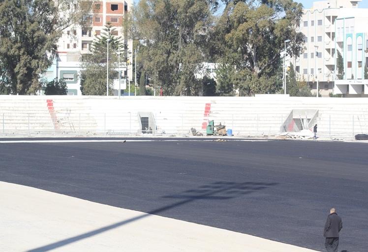 صور: أشغال ملعب سانية الرمل تشرف على نهايتها