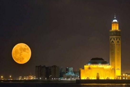 القمر العملاق يواعد المغاربة في ظاهرة فلكية فريدة