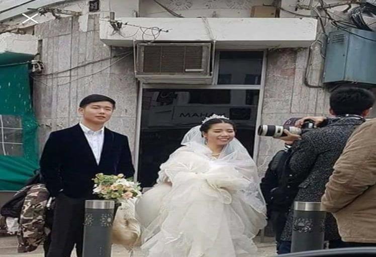 بالصور.. صينيان يحتفلان بزواجهما في شوارع تطوان