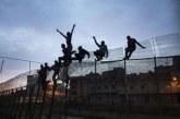 محاولة إقتحام أفارقة لمعبر سبتة تنتهي بتدخل الأمن المغربي