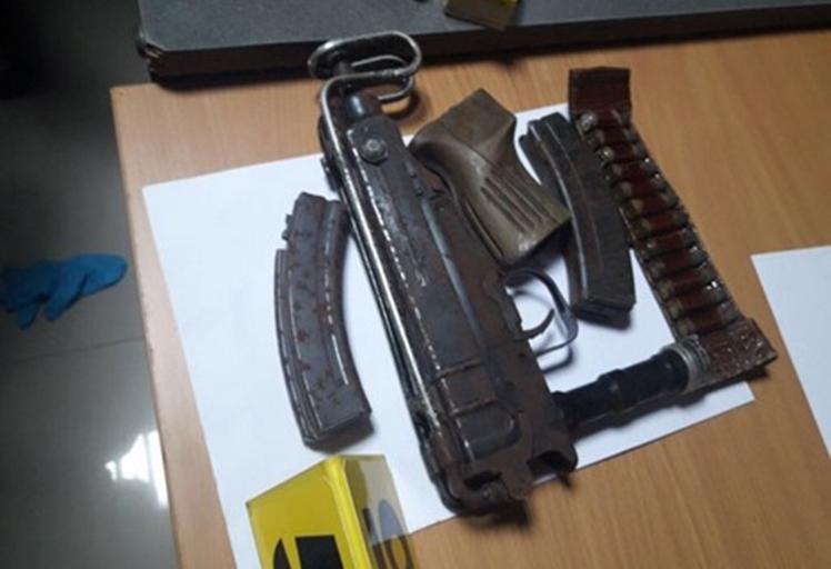 بالصور: الأمن يبحث عن أجنبي بعد العثور على أسلحة وذخيرة في شقة بالرباط
