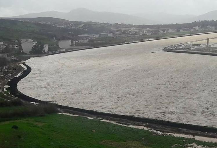 ارتفاع مخيف لمنسوب نهر يهدد تطوان بالغرق !