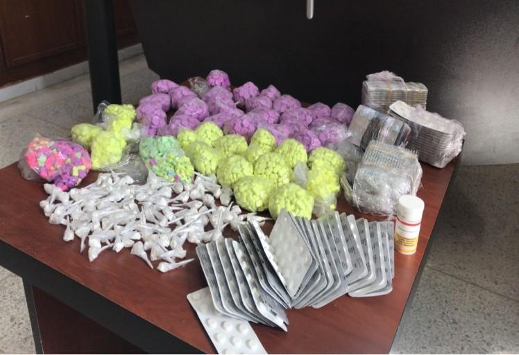 بالصور: شرطة طنجة توقف مروج للمخدرات والأقراص المهلوسة