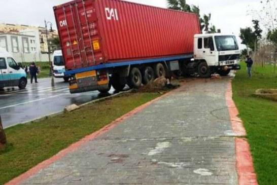 انزلاق شاحنة يتسبب في مقتل تلميذة فوق الرصيف بحي مغوغة بطنجة