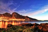 بليونش، المياه و الطبيعة و الخيال، تحت جبل المرأة المستلقية على ظهرها.