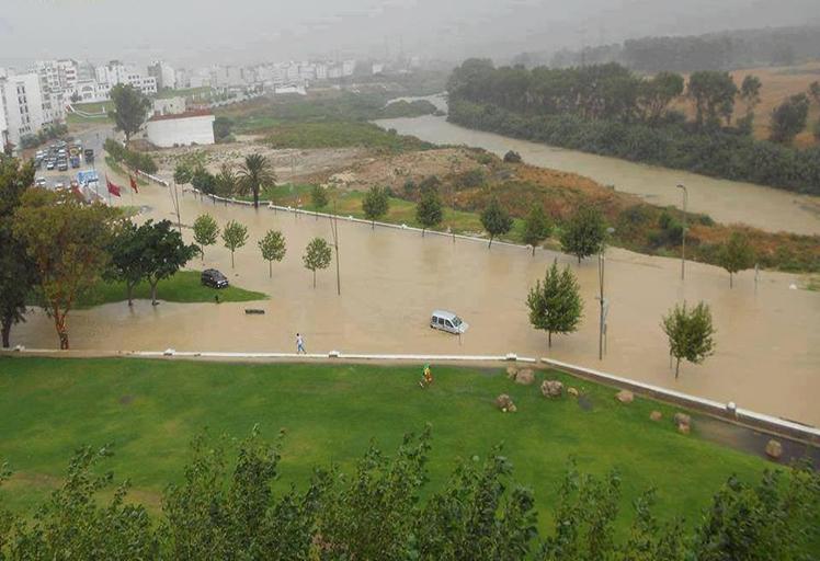 غزارة التساقطات والسيول تقطع طريقين بين الشاون وتطوان والحسيمة