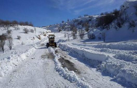 الثلوج توقف حركة السير على الطريق الوطنية بين تطوان والحسيمة