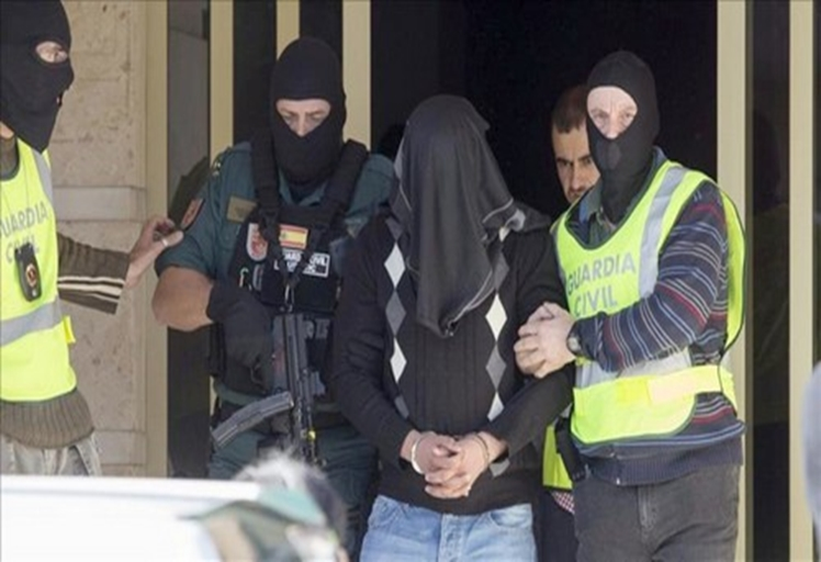 اعتقال تطواني وزوجته الإسبانية للاشتباه في صلته بتنظيم داعش